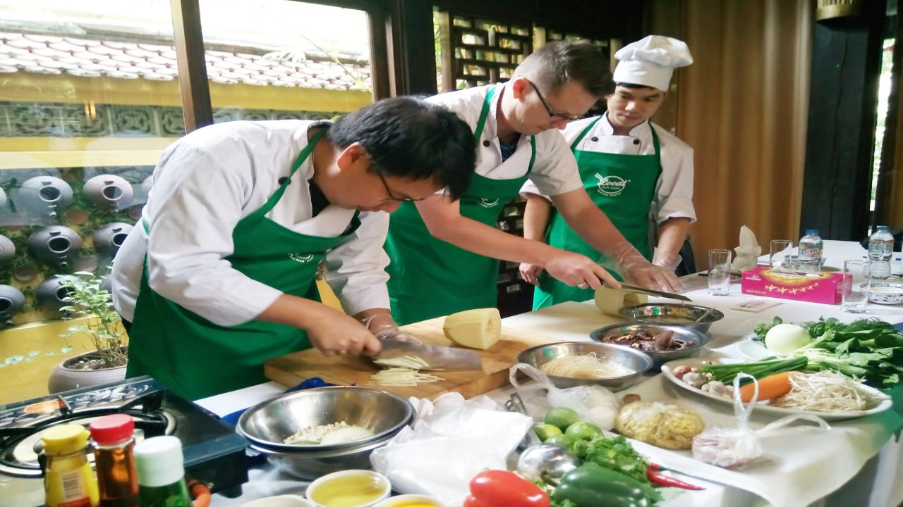 cooking class - hanoi local food tour1-6
